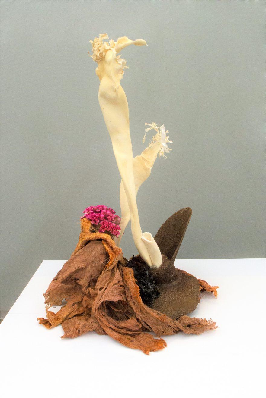 Ikebana, Sogetsu, freies Arrangement (von Rita Dollberg. Foto: Annelie Wagner)