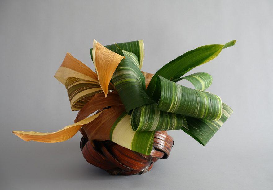 """Ikebana, Sogetsu, abstarkte Werke, """"mit Aspidistrablättern"""" (von Ayako Graefe)"""